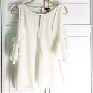 Vince Camuto ruffled cold shoulder, white top.Sz L